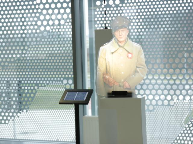 wirtualna postać 3d, muzeum powstania, holohostess